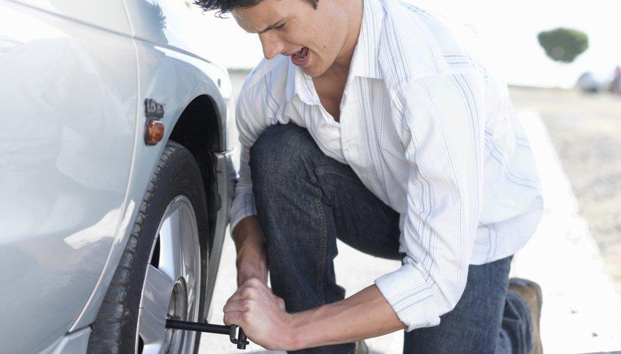 Es sencillo balancear los neumáticos si cuentas con el equipo básico.