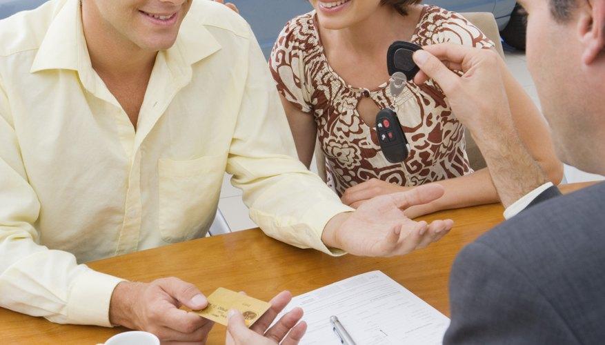 Un contrato para alquilar un coche debe describir el vehículo e integrar todos los términos del arrendamiento.