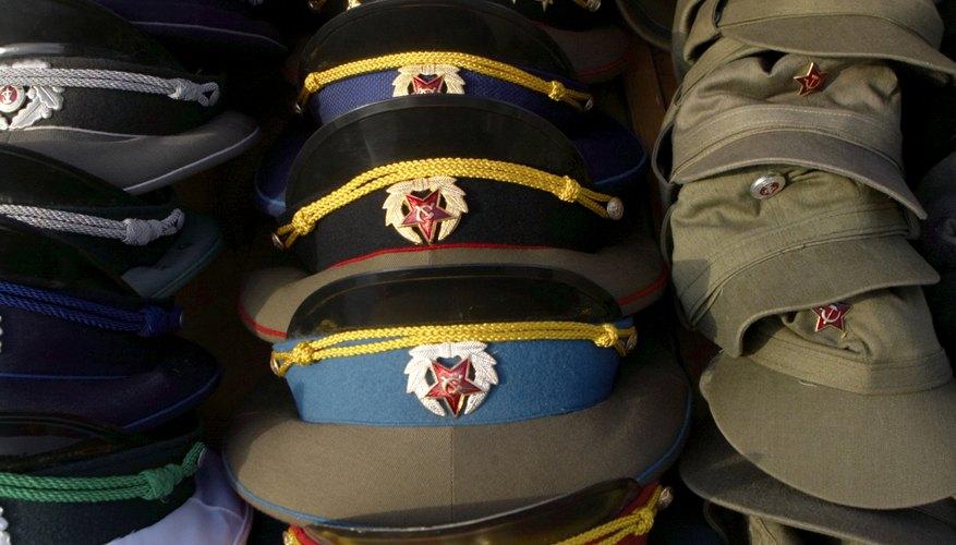 Crea gorras de guarnición militar con un toque de moda.
