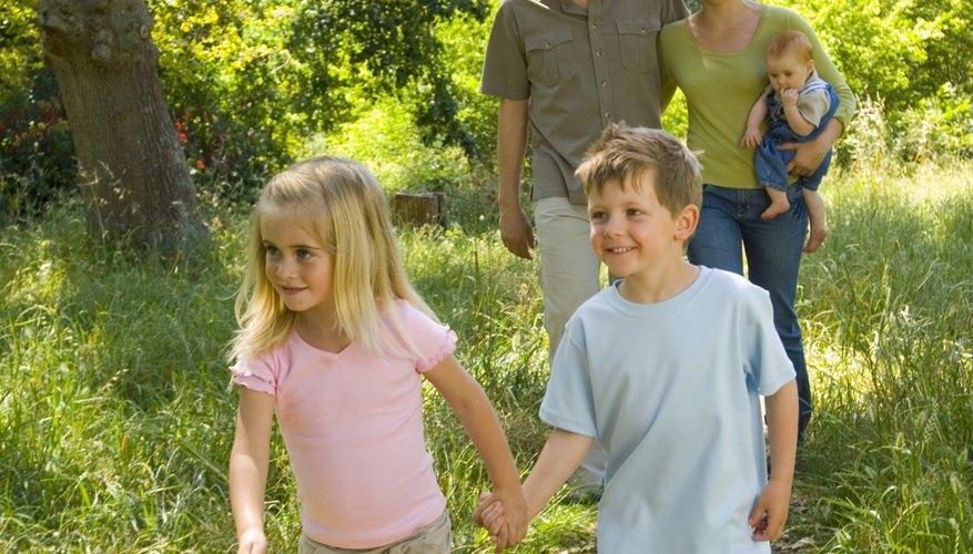 El excursionismo es una buena actividad familiar.
