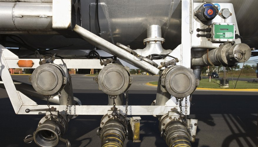 Una bomba de combustible es una de las partes más importantes del sistema de combustible y de escape de un vehículo.