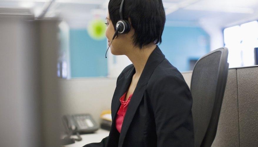 Los departamentos del servicio al cliente le ofrecen a éstos apoyo.