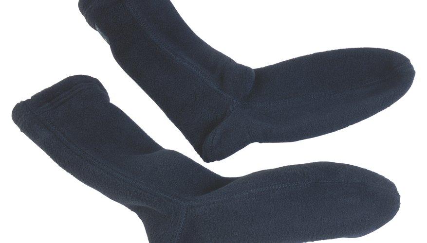 Puedes convertir un par de calcetines en animales para jugar con tus hijos.