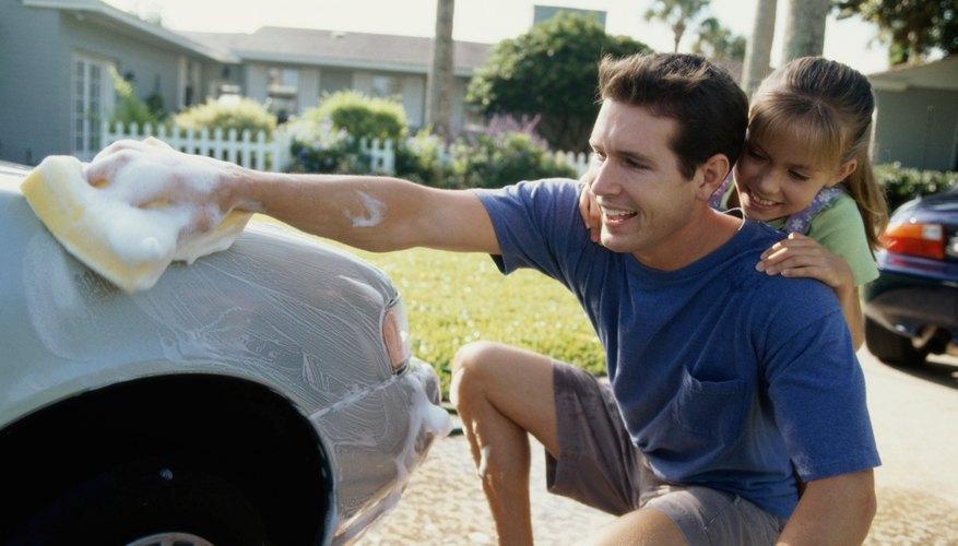 Puedes quitar una mancha de pintura en tu auto tú mismo.