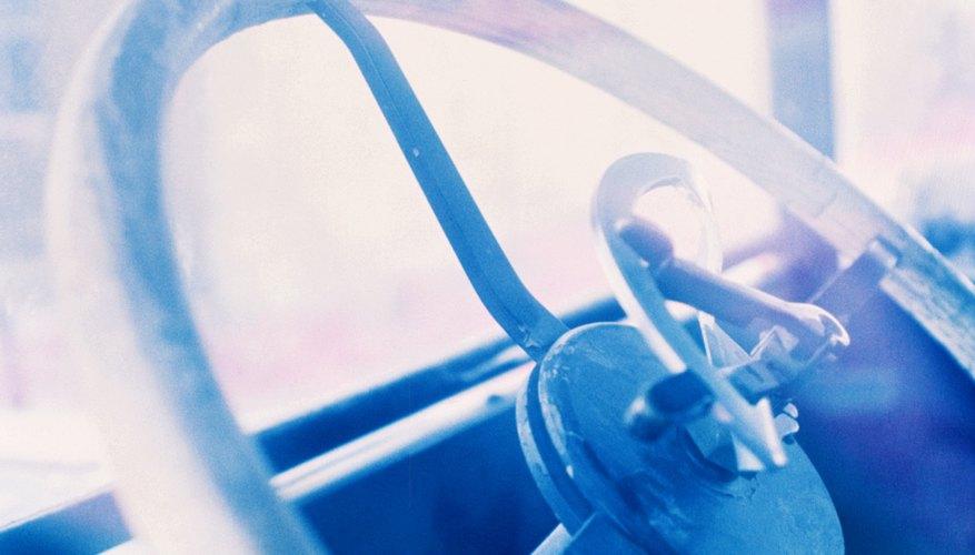 Forra tu volante con una cubierta de cuero personalizada.