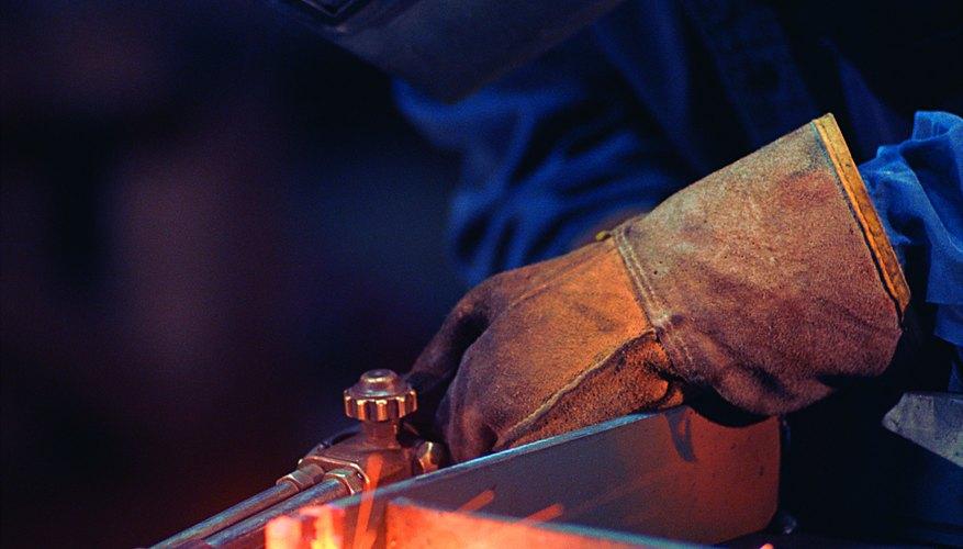 Se necesitan altas temperaturas para unir metales.
