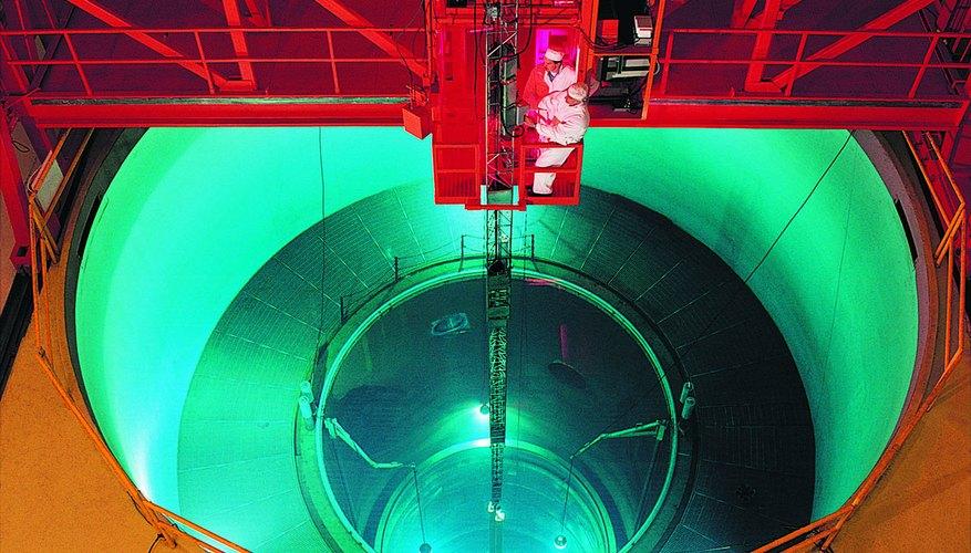 El método predominante de la conversión de etano a etileno es el proceso de craqueo a vapor.