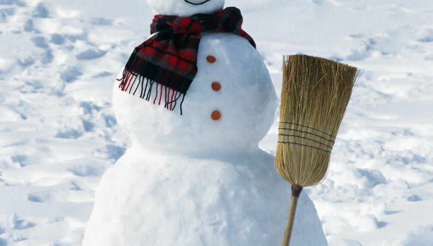 Completa tu muñeco de nieve con un sombrero hecho en casa.
