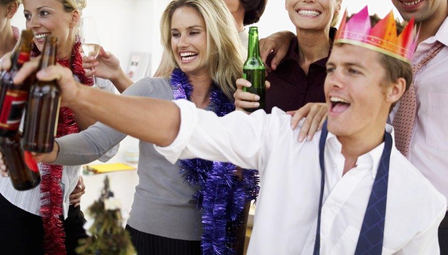 Sus fiestas pueden ser parecidas a las de los adultos, pero es necesario hacer modificaciones para asegurarte de que su reunión es apropiada para su edad.