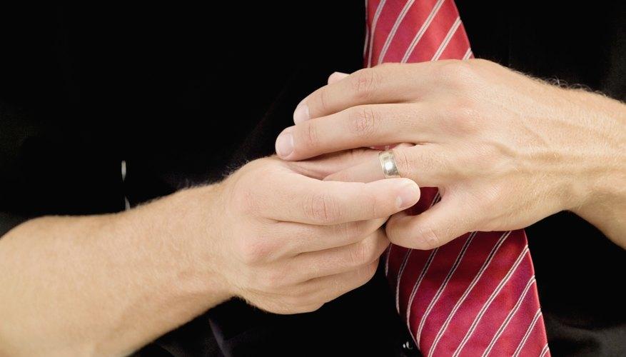 Los dedos hinchados hacen difícil quitar un anillo de tu dedo.
