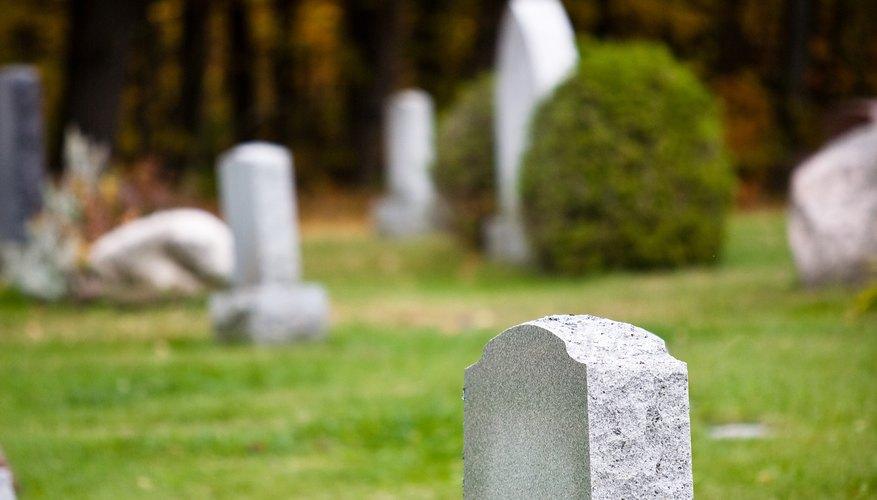 No todo funeral termina con una sencilla lápida como esta.