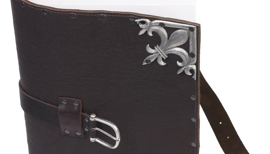 Estas herramientas también pueden ser utilizadas para cortar los diseños en el cuero.