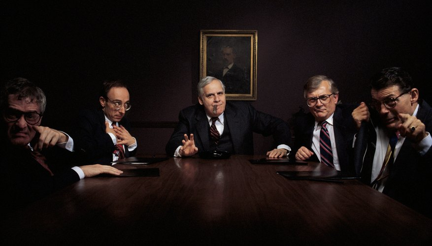 Los accionistas tienen el derecho de elegir a la mesa directiva, y si se trata de accionistas mayoritarios podrán operar el negocio a su antojo.