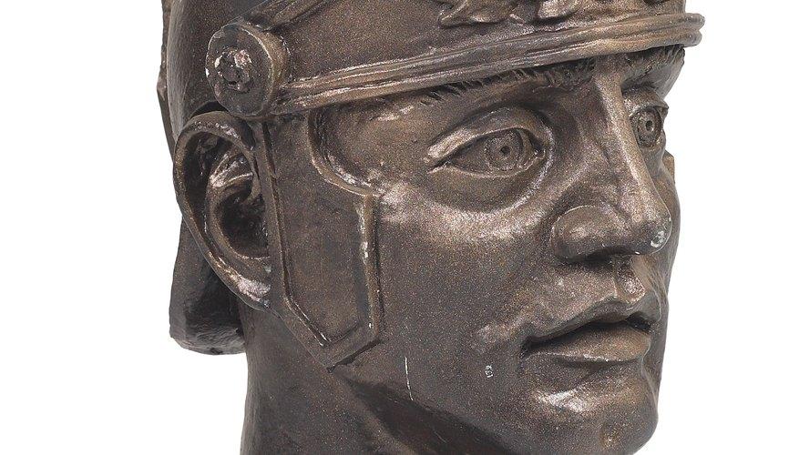 Puedes encontrar muchos artefactos de gladiadores en los museos del país.