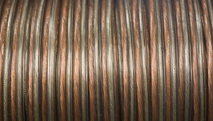 Un inductor consiste en una bobina de alambre envuelta alrededor de un cilindro.