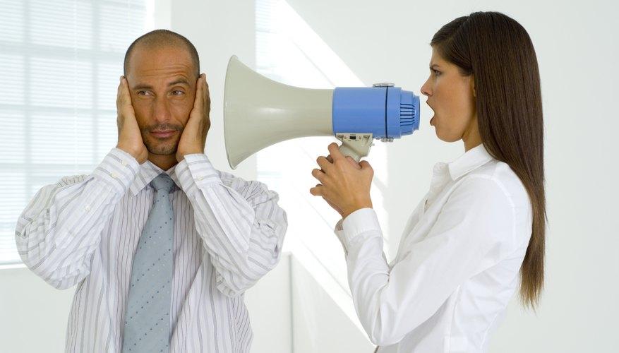 Trata de calmar a un jefe que te humilla delante de tus compañeros de trabajo.