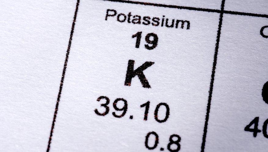Algunos de los isótopos de potasio que ocurren naturalmente son radioactivos.