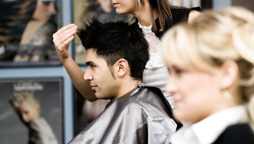 Los salones de belleza ofrecen promociones para atraer clientes.