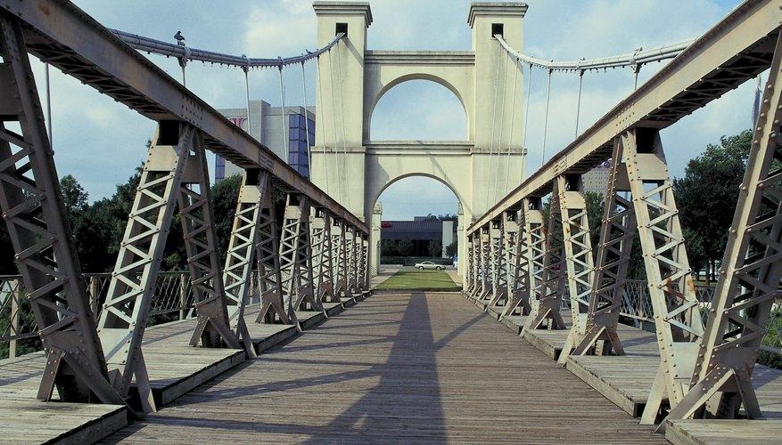 El Puente Colgante de Waco fue el más largo de su tipo cuando fue terminado en 1870. Hoy en día, es un recordatorio del pasado histórico de Waco.