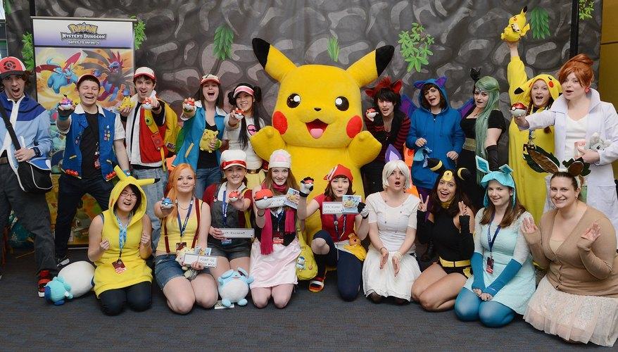 Algunos Pokémon evolucionan sólo cuando son expuestos a piedras raras, una de estas siendo la Piedra Trueno, que puede evolucionar ciertos Pokémones de tipo eléctrico como Pikachu en Raichu y a Eevee en Jolteon.