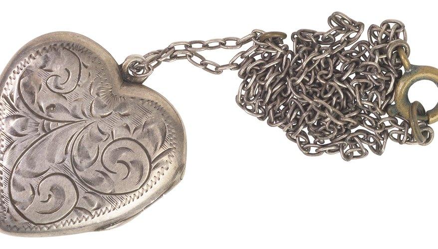 Un medallón en forma de corazón es un regalo estupendo para tu ser especial.