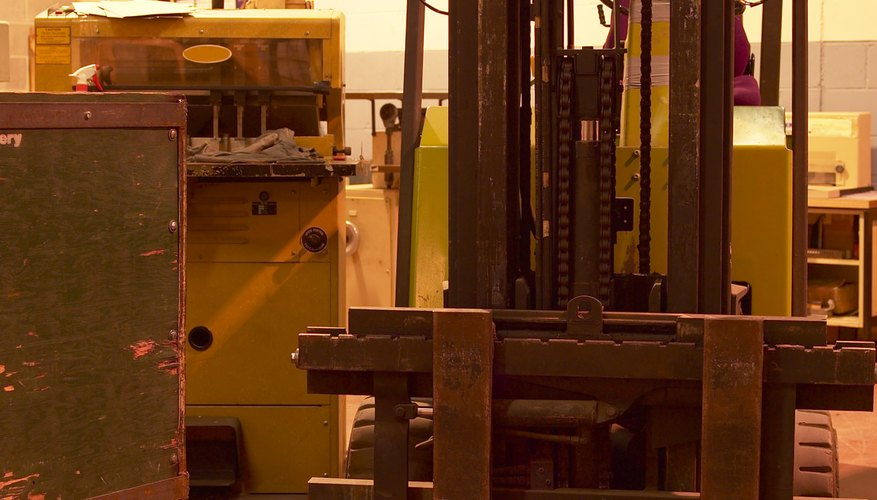 Learn the safe way to remove a counterweight from a forklift.