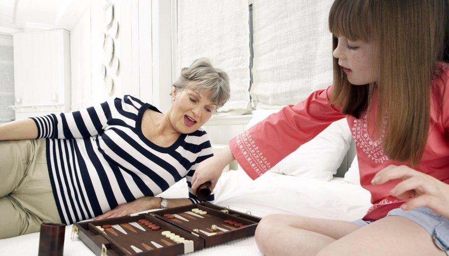 Los juegos tradicionales con frecuencia enseñan a los niños las técnicas de estrategia básica.