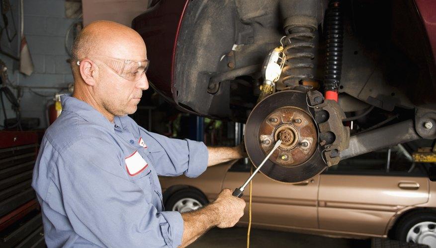 Los automóviles actuales tienen sistemas de frenos hidráulicos.