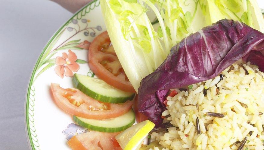Usa imágenes de la comida de tu servicio en tu folleto.