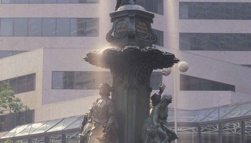 Fountain Square is a popular place for Cincinnatti tourists and features events, conerts and contests throughout the year.