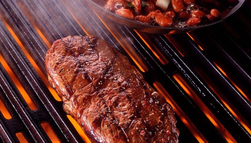 Disfruta de los cortes de carne en algún restaurante especializado en Dallas, pero recuerda que las porciones pueden ser grandes.