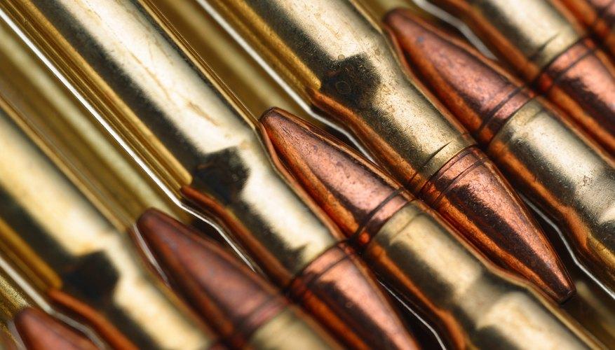 La pólvora sin humo es un propulsor usado en la mayoría de las armas modernas.
