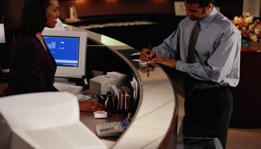 Los cajeros bancarios pueden asistirte en el envío de transferencias internacionales.