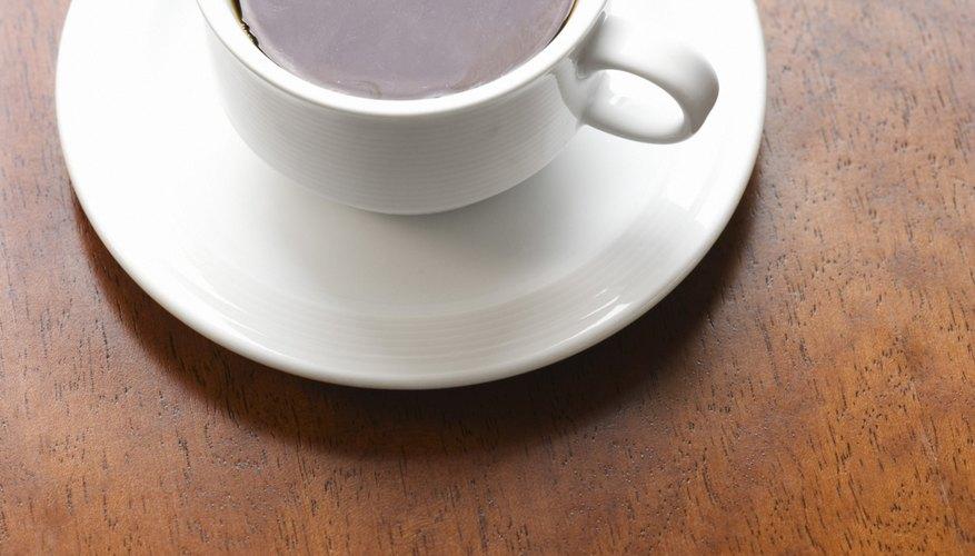 El café fuerte y fresco es otro tinte para madera apropiado.