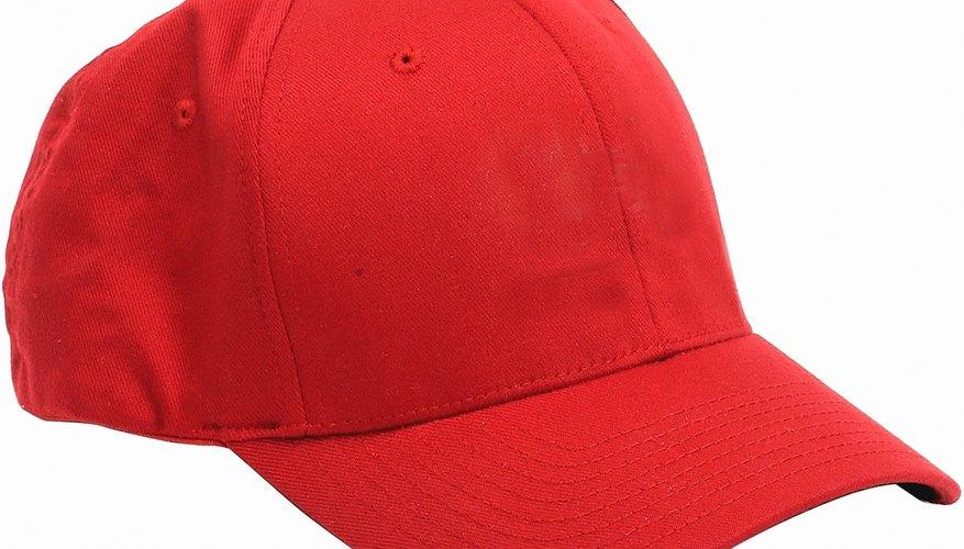 Las gorras no son ajustables pero sí se pueden achicar.