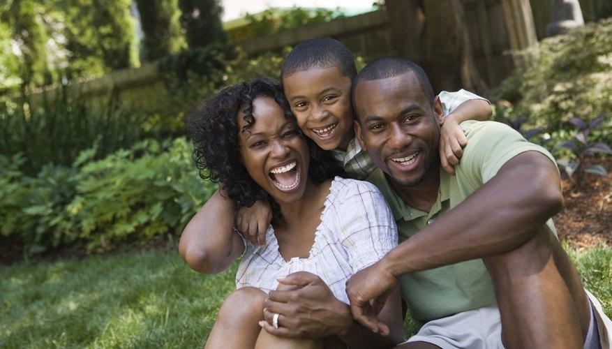 Los niños que crecen en familias que cuentan con ambos padres, típicamente tienen mejor salud y bienestar.