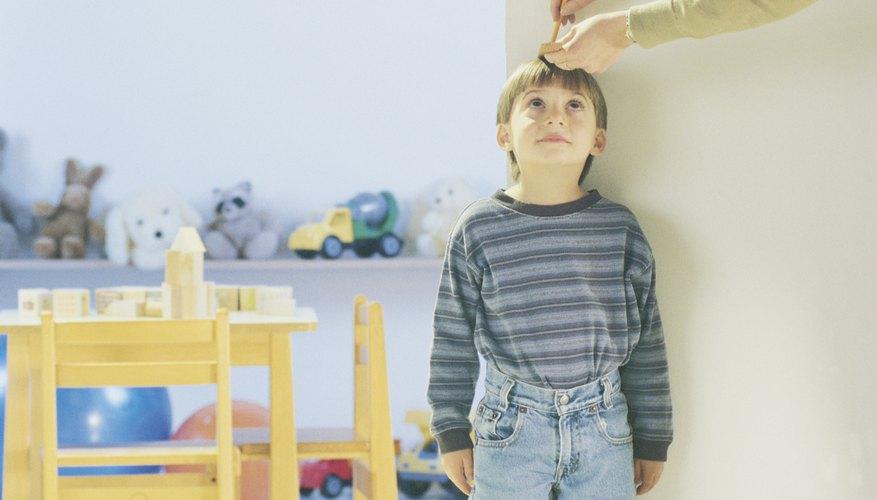 La altura de los niños cuando son pequeños puede ser un indicador de su estatura final al ser adultos.