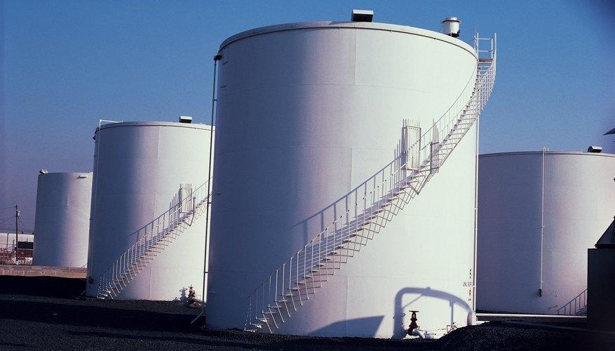 Los grandes tanques de almacenamiento industrial a veces tienen techos flotantes.