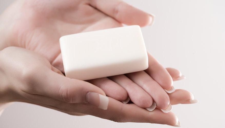 Haz un jabón nuevo a partir de varios trozos viejos.