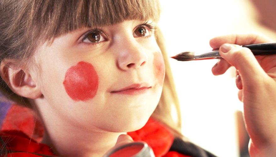 Realiza una sección de maquillaje para que los invitados tengan su cara pintada de catarina.