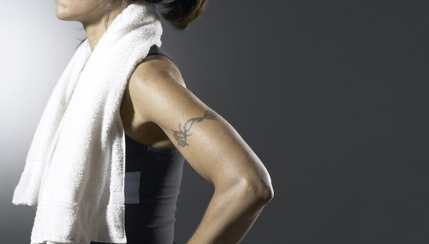 Significado del tatuaje de tira en el brazo.