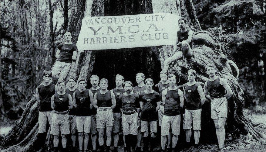El YMCA ofrece clases de niños en el ejercicio y el deporte, pero la Y también patrocina actividades y programas que involucran a todos los miembros de la familia.