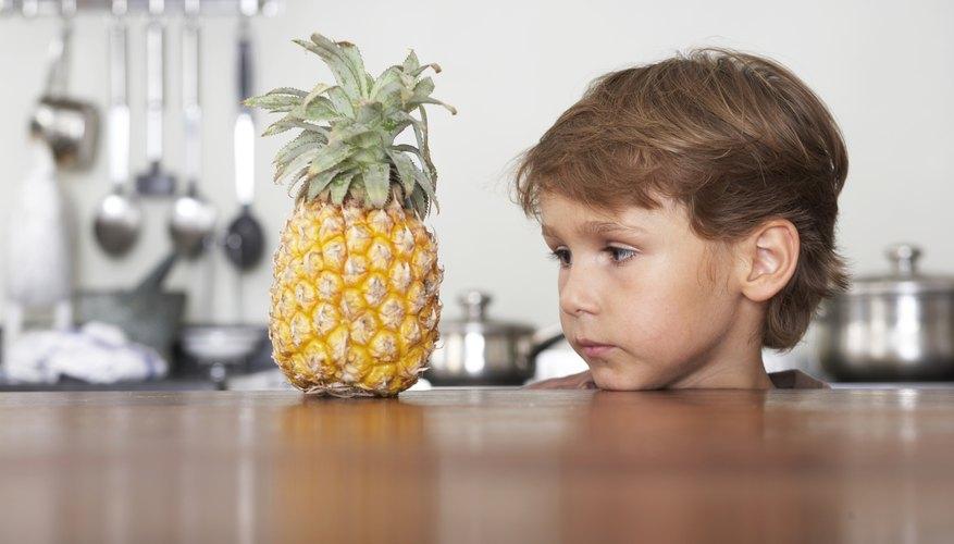 Anima a los niños a observar patrones y texturas en los objetos cotidianos.