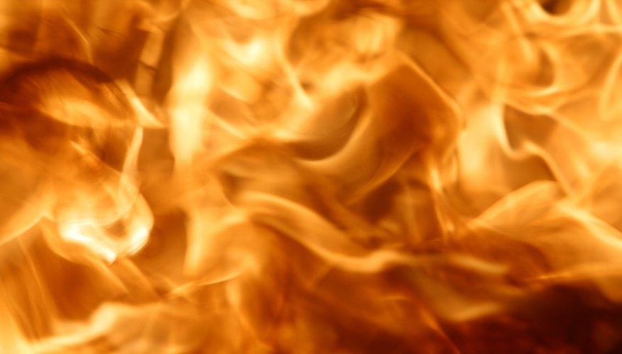 Es un componente común de la pirotecnia, equipos para incendios, bulbos de cámaras y luces de bengala.