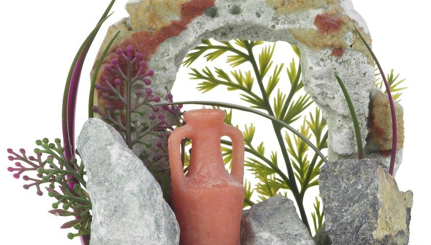 Las decoraciones de acuario se pueden hacer de forma barata y fácil en casa.