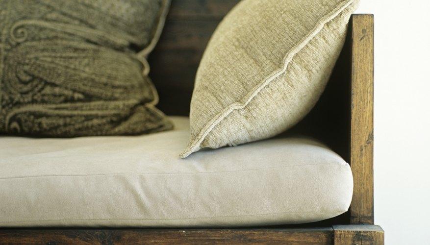 Un asiento de banco es un aditivo cómodo para una habitación.