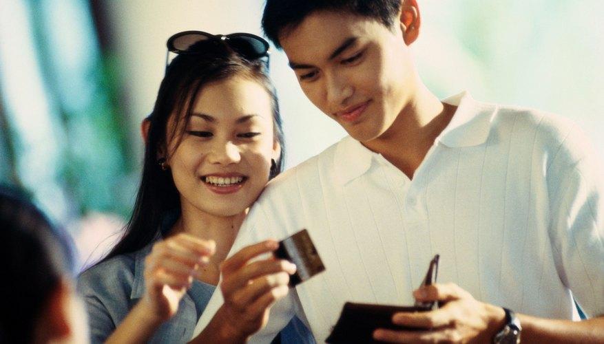 Consigue una tarjeta de crédito para que te ayude a gestionar tus compras o transferir un saldo.