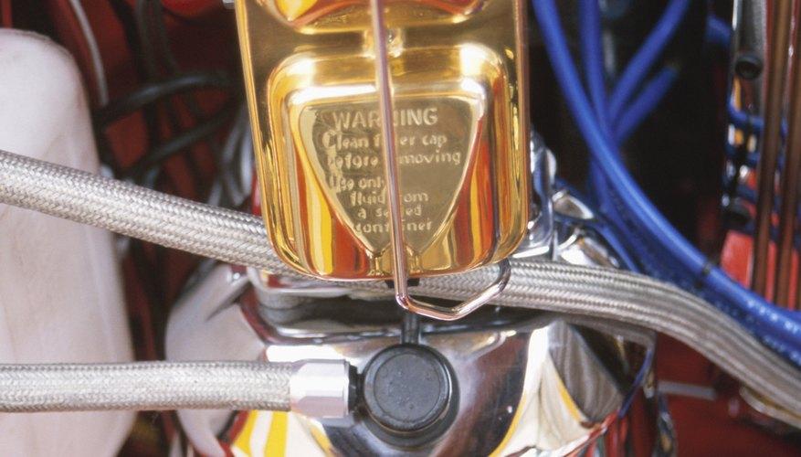 Cómo reemplazar el filtro de combustible en el Dodge Stratus.