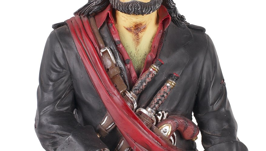 Haz un garfio para un disfraz de pirata para niños.