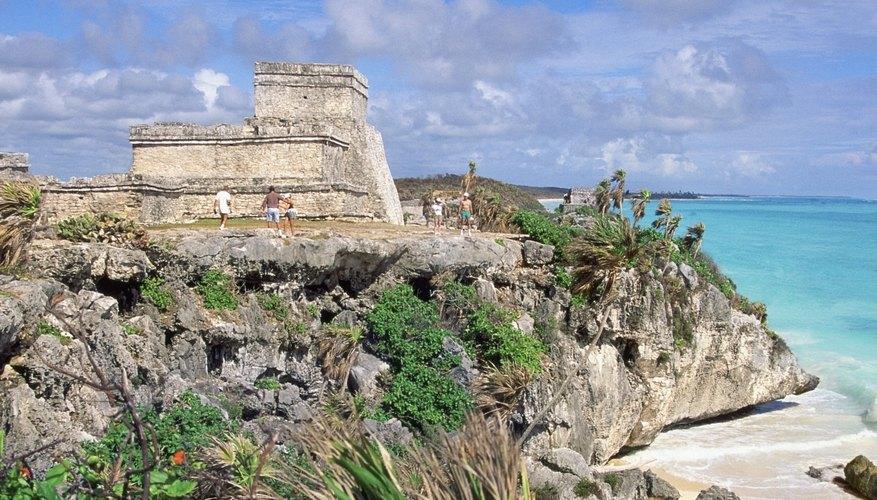 Tulúm es un poblado del lado continental de la península de Yucatán (frente a Cozumel) que tiene interesantes ruinas de la cultura Maya.